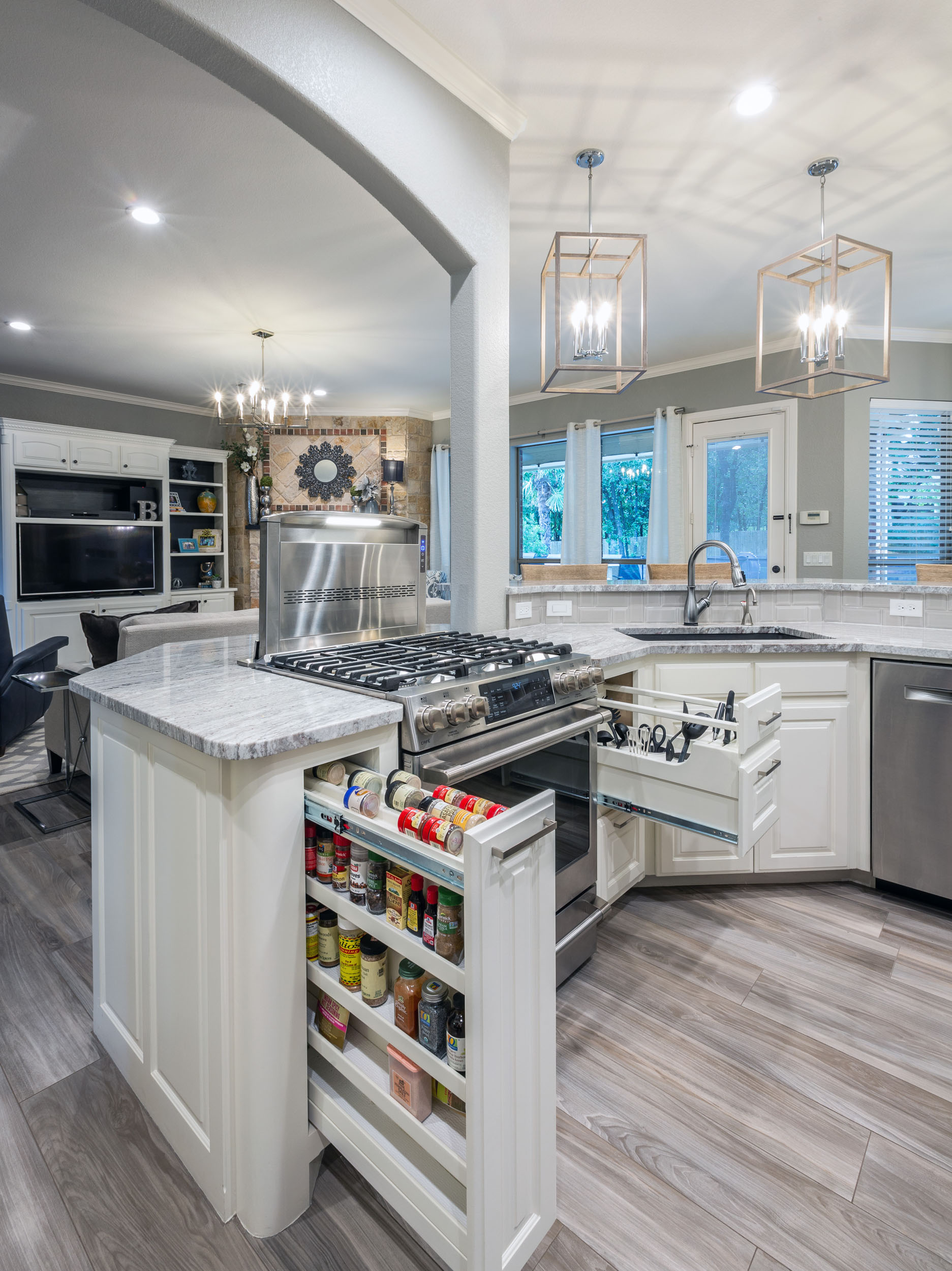 Do your home maintenance like in this beautiful kitchen facelift