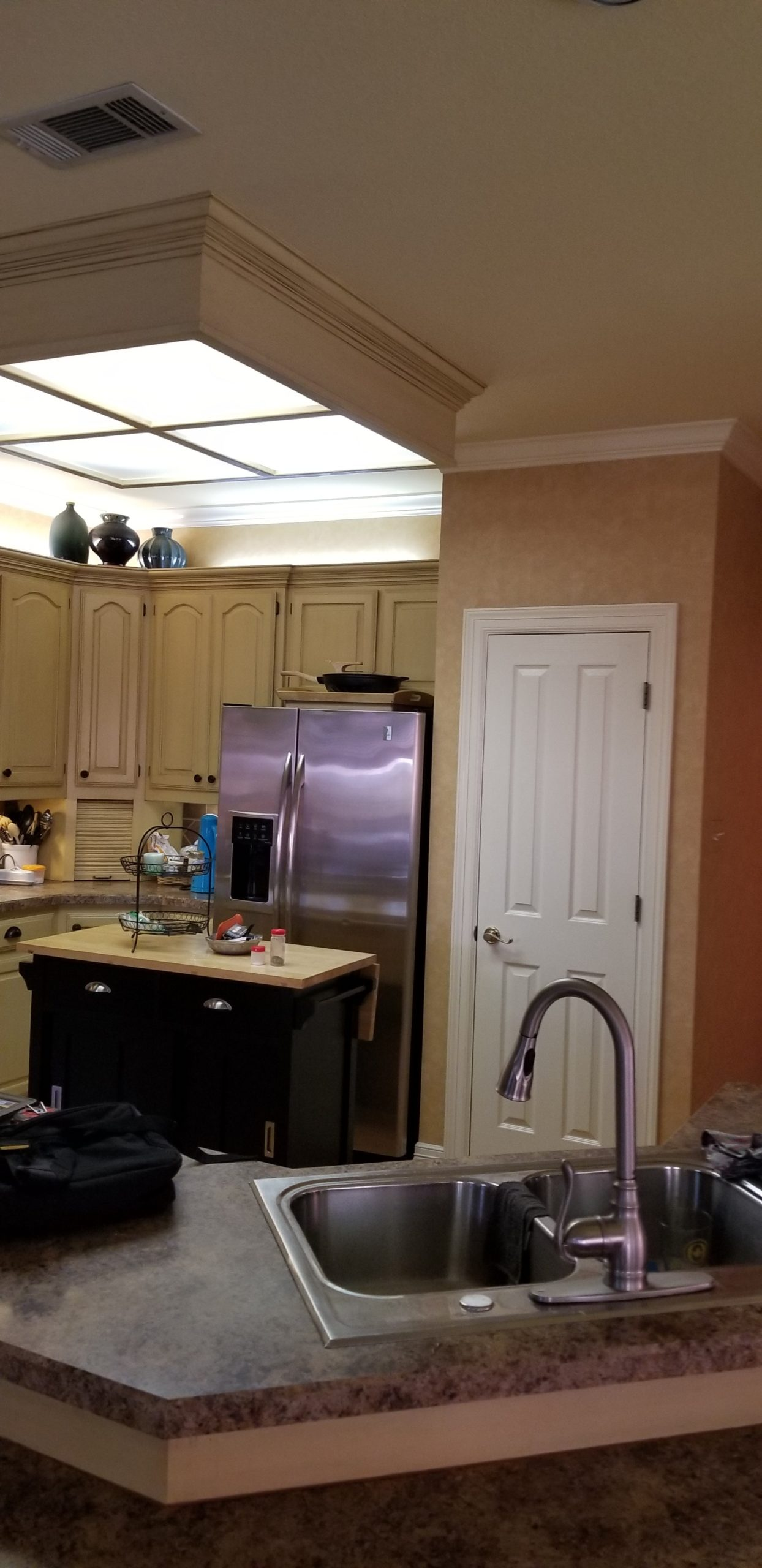 Image of traditional style kitchen before remodel-1