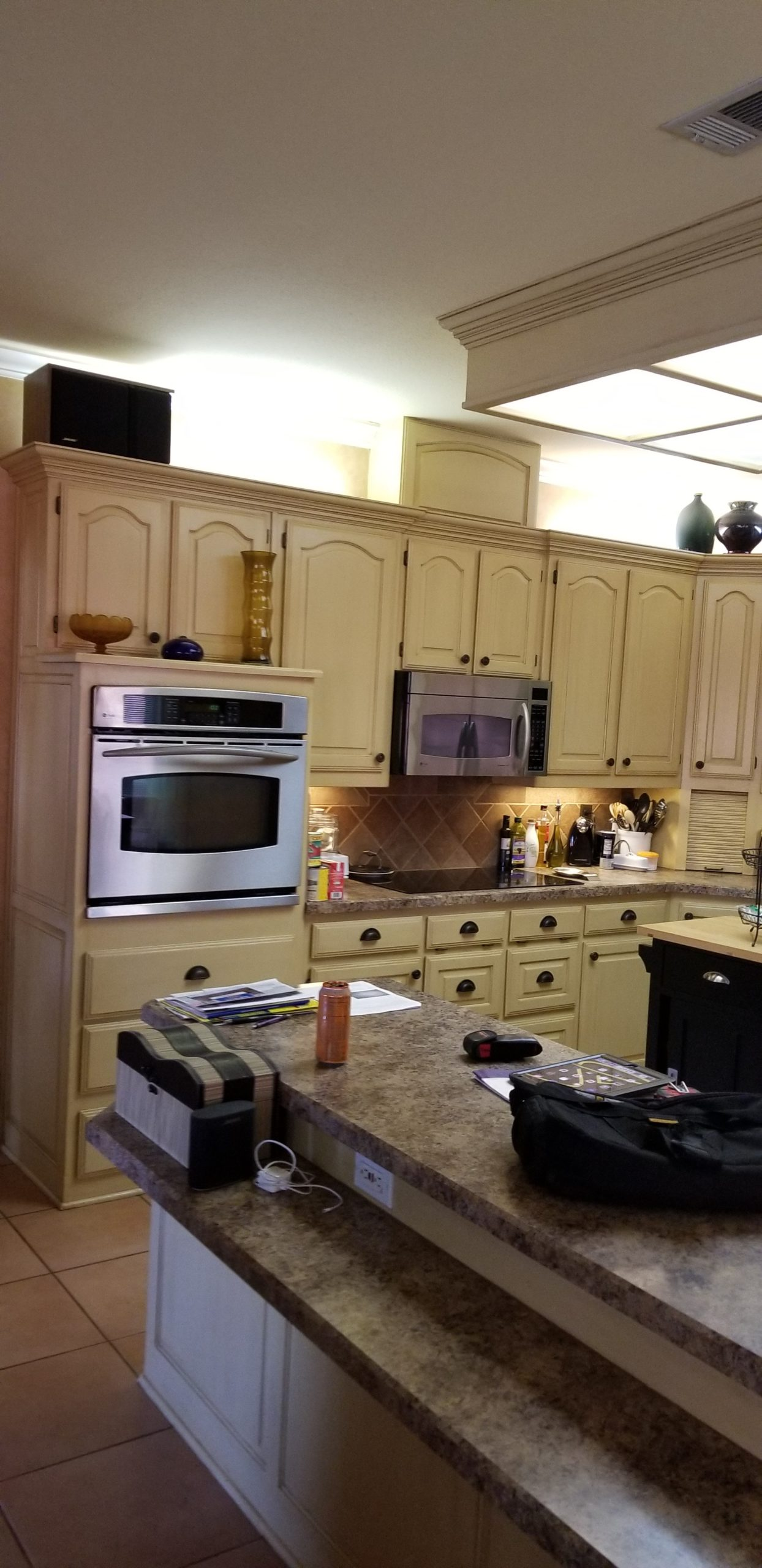 Image of traditional style kitchen before remodel-2